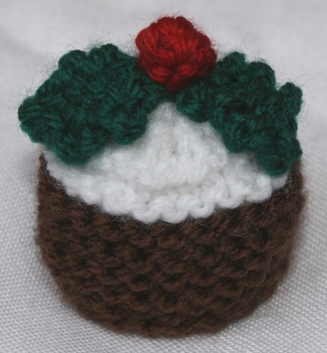 Knitting Pattern For A Christmas Pudding : Ferrero Rocher Pudding covers for Christmas knitting and crochet Pinteres...