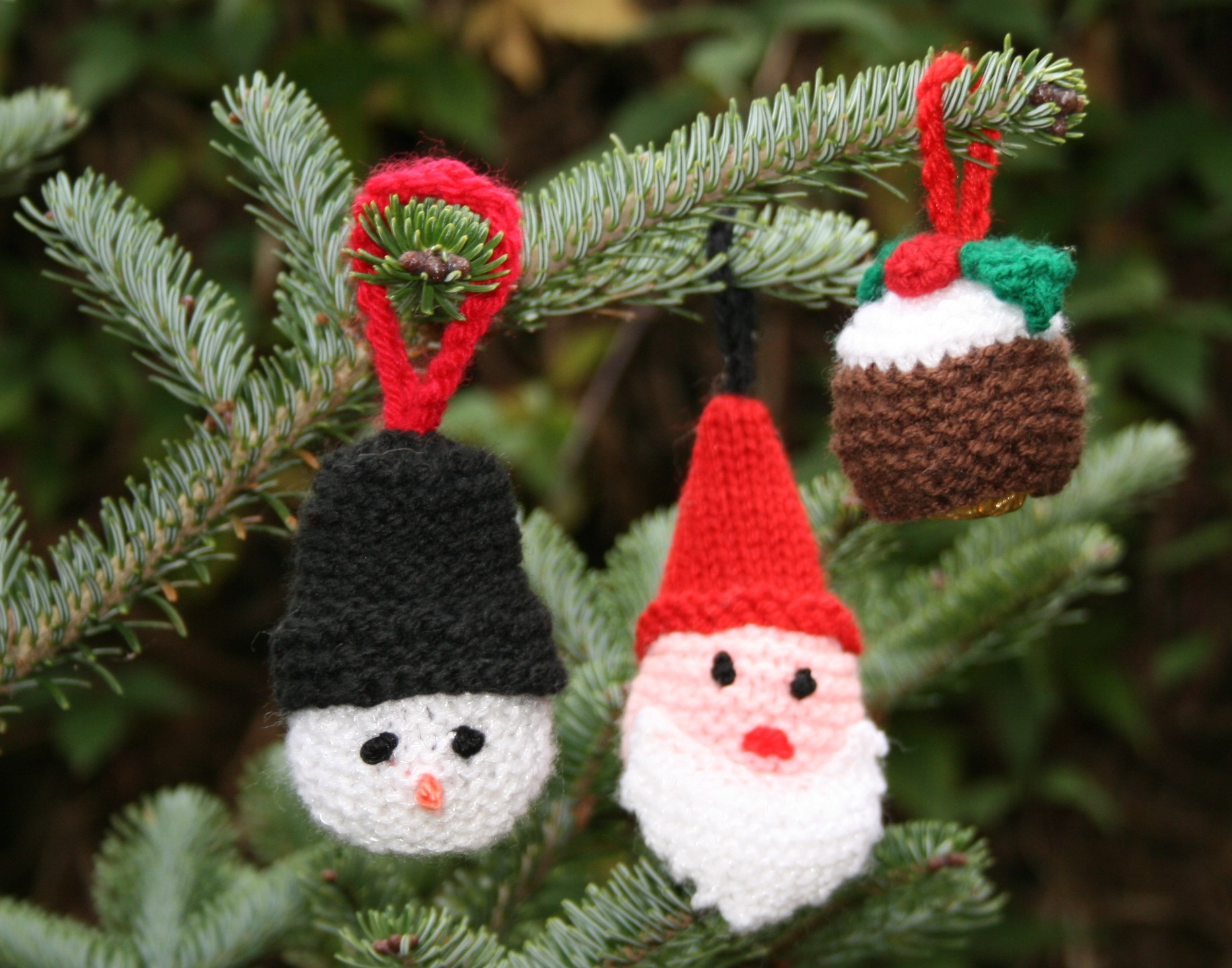 Knitting Pattern For Mini Xmas Pudding : Christmas Pudding TessYoungDesigns.com